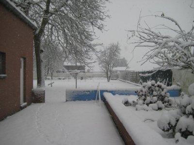 1er neige dans notre nouveau jardin c est trop excellent