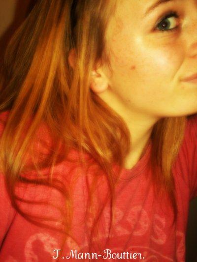 ~ • Je veux partir pour mieux revenir et devenir quelqu'un, quelqu'un de bien parce que je reviens de loin ..  Au nom des jeunes incompris qui luttent contre eux même, au nom de ceux qui savent combien nos vies sont malsaines. Toujours sourire et faire semblant de s'aimer, mais dans le fond on se déteste on aimerais pouvoir céder. Pourquoi l'adulte ne sait pas ce que je sais, pourquoi me prend il pour une môme quand il croit me renseigner. Pourquoi m'empêcher de grandir avec mon temps, pourquoi me faire croire que la vie n'est qu'une suite de bon temps. Ne vois tu pas sur mon visage comme j'ai mal, comme je ne te crois pas quand tu me parles d'espoir. Ne vois tu pas cette ambition qui me ronge, cette envie de faire parti de ceux qui ont marqué le monde. Selon vous je vois trop haut, j'ai des envies démesurées, arrêtez de voir trop bas, ne chercher pas à nous tuer, laissez moi libre sur terre et dans ma tête vous êtes fait donc ne faites pas de moi ce que vous êtes.
