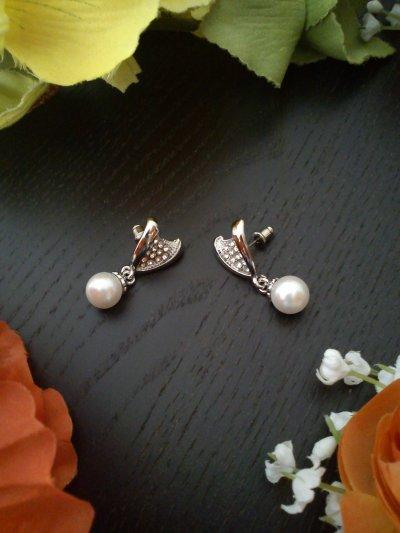 Boucles d'oreilles luxe métal argenté strass et perles nacrées