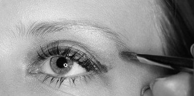Le maquillage des sourcils   ->  Pour Les blondes