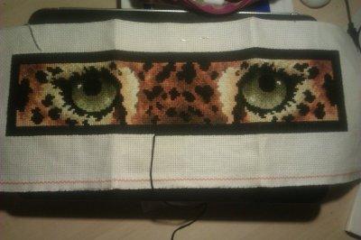 pixel art facon point de croix, yeux de tigre