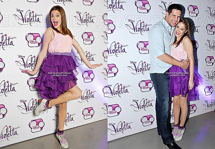 Notre jolie Martina Stoessel toute en beauté à l'avant-première de « Violetta » en mai 2012 avec le reste du cast.