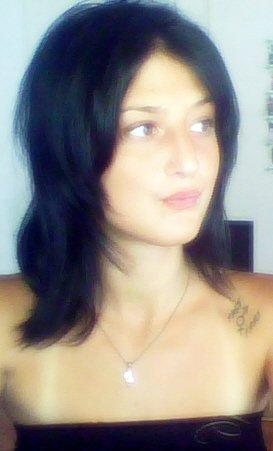 Les tatouages ne vont pas servir à m'embellir, mais à m'appréhender différemment, à me réapproprier mon corps, mes pensées, mon histoire. Tout simplement à m'accepter