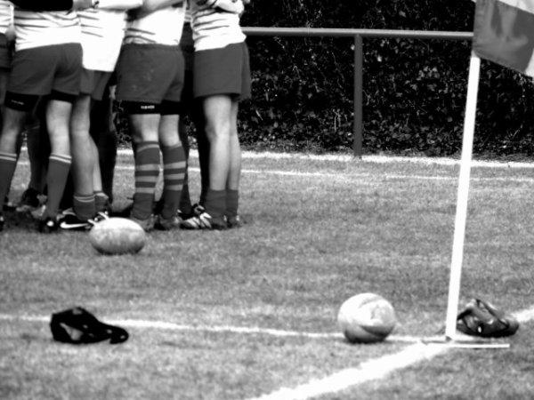 """Le rugby ce n'est pas un caprice. Ca vous coule dans les veines et ca colle au terroir.On a raison de dire que c'est """"une manière d'etre"""".On n'a aucun souvenir de victoires ou de défaites,seulement celui d'avoir été """"heureux""""."""