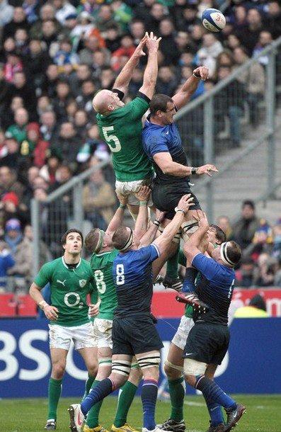 France / Irlande , Match nul : 17 à 17 ! Bravo à nos Bleus qui ont fait un beau match ! Malheuresement , il n'y aura pas de Grand Chelem pour nous cette année mais on peut encore gagner le Tournoi ♥