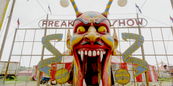 FREAK SHOW : regarder le premier épisode, Monsters Among Us.