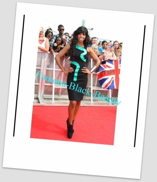 Kelly Rowland en Versace automne 2011 et Giuseppe Zanotti, lors du lancement Appuyez sur X Factor par Claire