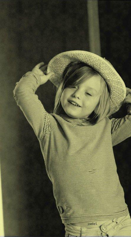 « L'enfance trouve son paradis dans l'instant. Elle ne demande pas du bonheur. Elle est le bonheur.  » de Louis Pauwels