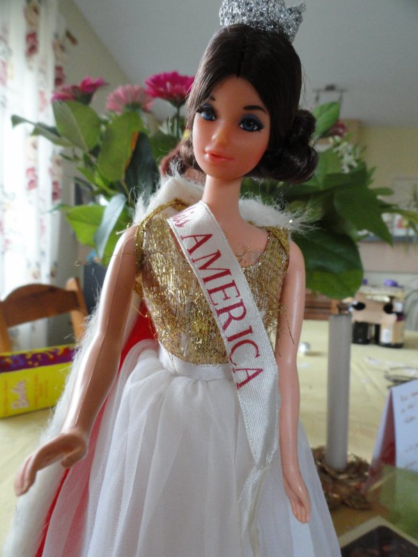 """Miss America"" , Barbie de 1976 et Elizabethan Queen, collector Barbie"