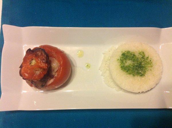 Tomates farcies et riz au pistou