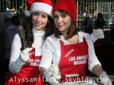 Alyssa Milano ♥ Je vous souhaite de bonne fête à tous et regarder la vidéo que j'ai fait ADELE et mon nouveau blog PeoplesCHARMED.skyblog.com  [ Quoi de neuf .. x3 ]