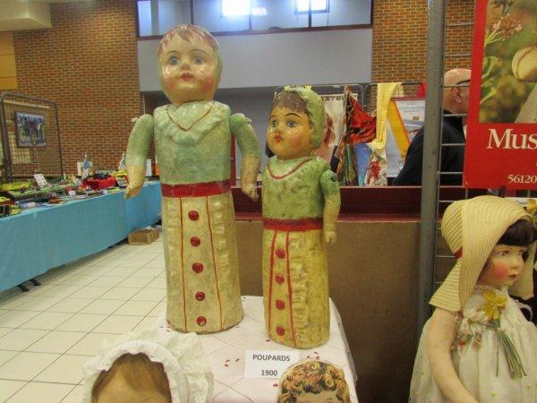 """""""Les poupées dans les différentes matières : du carton bouilli de 1900 au plastique des années 60"""" voici le thème de ma dernière expo ..."""