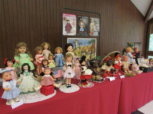 Une petite exposition de poupées venant ou représentant d'autres pays !