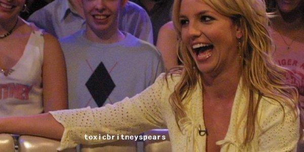 Aujourd'hui sort en Angleterre la 10ème fragrance de Miss Spears qui porte le nom deCosmic Radiance.Pour la sortie de ce parfum un site a été créé pour l'occasion : cosmicradiance.co.uk. Grâce au site vous pouvez gagner une rencontre en M&G pour l'un des concerts de Britney à travers l'Europe.
