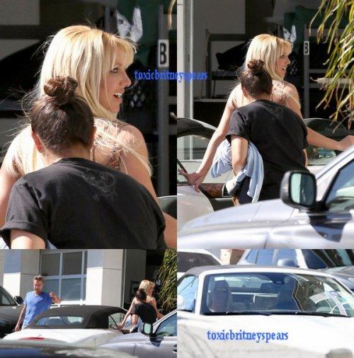 26 Octobre Britney & Jason rendent visite aux finalistes d' X Factor à Beverly Hills