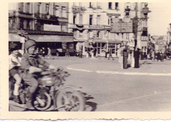 32. BELGIQUE & ROYAUME-UNI- Casque de motocyclistes