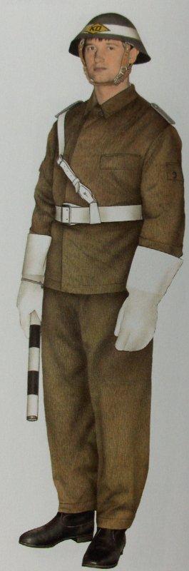 103.  DDR - Casque de la Nationale Volksarmee avec son couvre-casque des unités de la circulation
