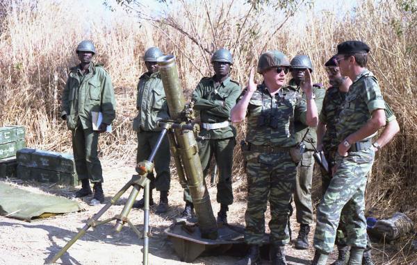 341. ZAÏRE - Casque des Forces Armées Zaïroises (FAZ) - 1984
