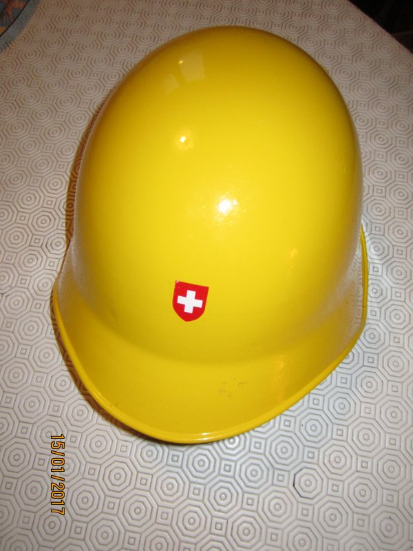 840.1 - SUISSE Mod 18 en usage Protection Civile. Version aluminium et version acier