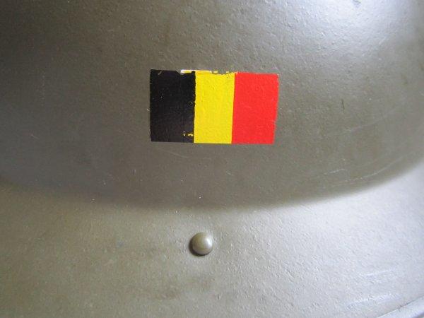 2.9 - BELGIQUE Casque Modèle 49 - Drapeau national
