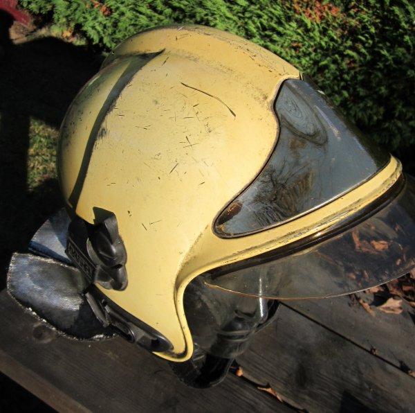 781.1 - BELGIQUE Casque MSA Gallet de pompiers en service belge