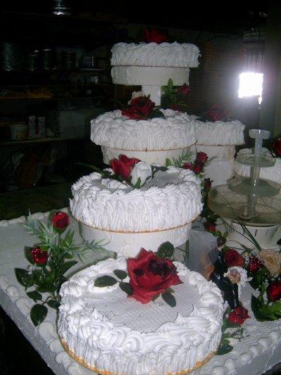 gateau genoise goyave meringue sous forme descalier decore de fleur de votre choix minimun 50 personnes la part 400 la part livraison gratuite - Fontaine Gateau Mariage