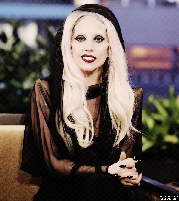 """Lady Gaga accusée de plagiat... '  Après Rihanna c'est la Pop star Lady Gaga qui est accusée de plagiat... Pour les internautes, le premier single du prochain album de Gaga ressemblerait fortement à la chanson """"Express Yourself"""" de Madonna (1989). La jeune chanteuse de 24 ans qui était invitée il y a quelques jours dans le talk show de Jay Leno a alors déclarée """"J'ai reçu un mail de son équipe et de sa part (Madonna), dans lequel elle me fait part de son amour et de son soutien à propos du single"""" mais d'après le manager de la Madone cette-dernière n'aurait jamais envoyée ce mail! ____ Alors plagieuse et menteuse ou simple coïncidence?"""