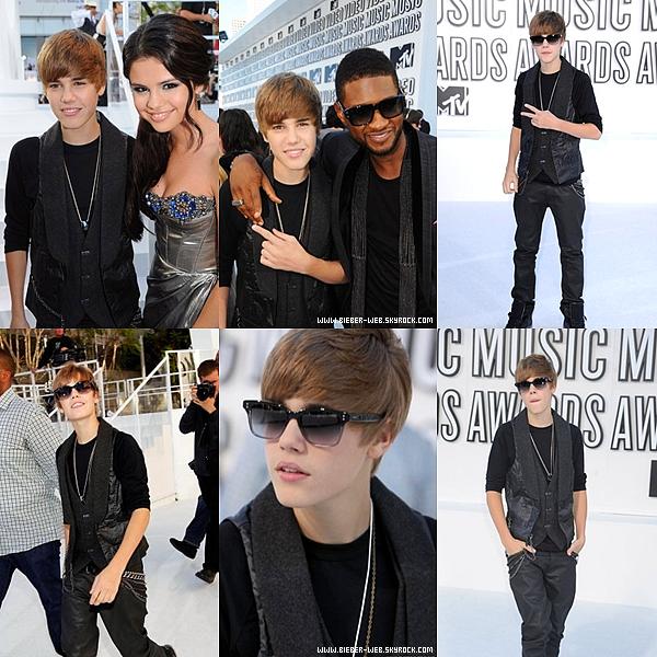 . Justin sur le White Carpet des Vidéo Music Award, il est sublime $) .