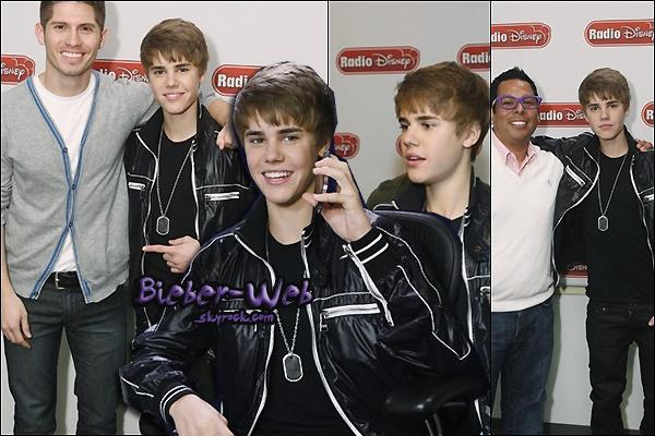 .  10/02/11  -  Justin s'est rendu à l'émission Radio Disney, Jaden Smith appelle Justin en plein interviw !           Vidéo  .