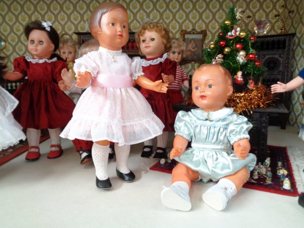 Françoise et Michel ont choisi leur tenue de fête .