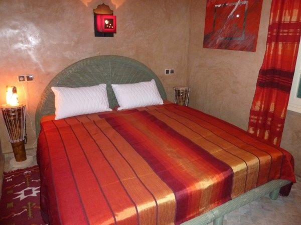 Invitation à occuper le lit double de la suite Tiznit...