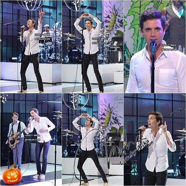 25/10/2012 : Mika était chez Jay Leno . Voici quelques photos et une vidéo de sa prestation !