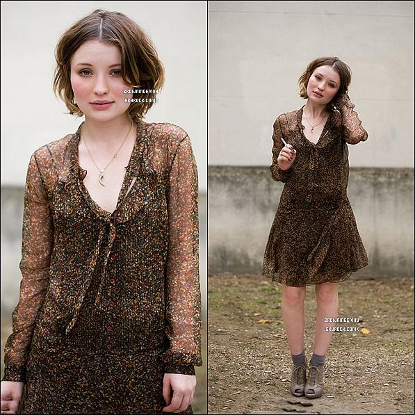 Lorsqu'elle est allée à Paris pour la Fashion Week, Emily en a profité pour poser pour une photographe .