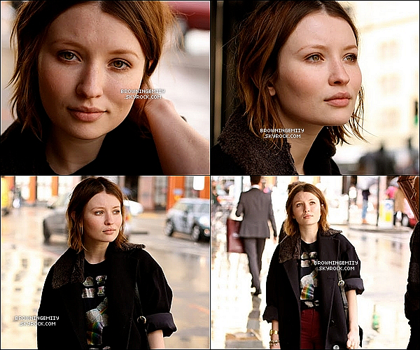 Emily qui est actuellement à Londres (avec Max, son petit-ami) a été photographiée par  Paul Gonzales .