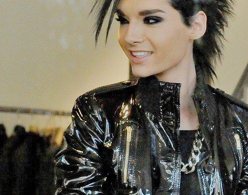 Quand le monde entier souhaitent l'anniversaire des jumeaux. Traduction de Tokio Hotel : Le journal des fans. Posted by Tokio Hotel Maghreb