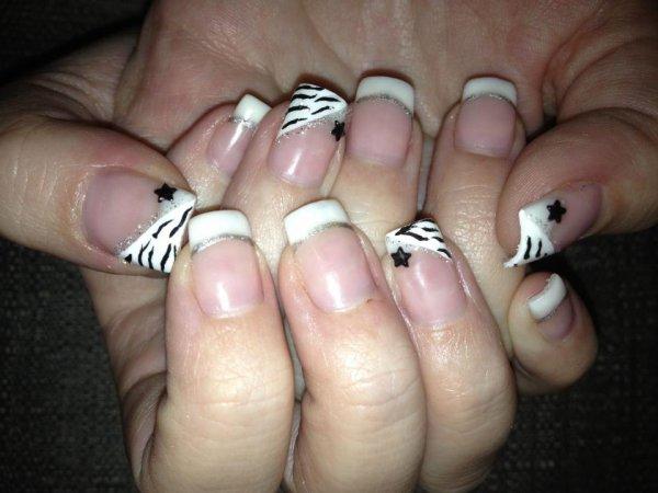 Fin de mon blog voici ma page facebook : Angel's Nails le lien : http://www.facebook.com/pages/Angels-Nails/155305394491492?ref=ts&fref=ts