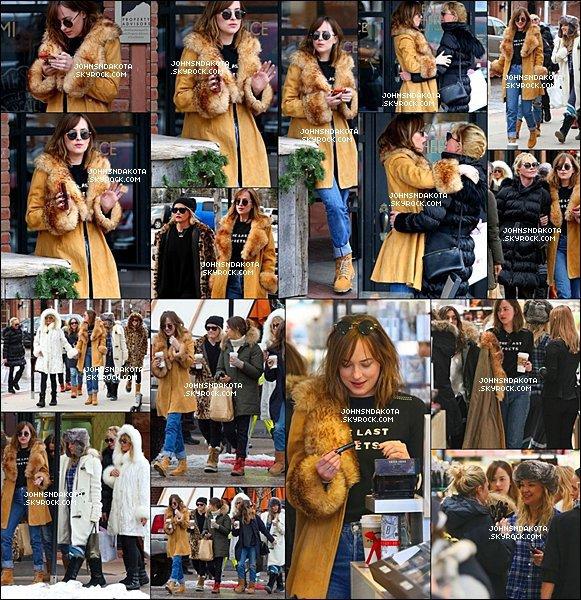 """. 22/12/15: Dakota a été avec sa mère et ses amis en faisant les """"magasin"""" à Aspen  dans le Colorado ."""