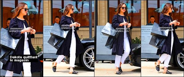 .25/04/17: Dakota a été photographier en arrivant devant la boutique  Polo Ralph Lauren à Beverly Hills    Apres s'être rendu dans la boutique Barneys New York Dak's s'est rendu dans une autre boutique en rejoignant une de ses amie.Qu'en pensez-vous?
