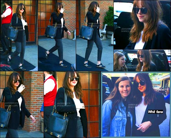 .04/05/17: Dakota Johnson a été photographier alors qu'elle arrivait the Bowery Hotel  à  New York City   Depuis qu'elle est à New York Dakota nous enchaine les sortie et ça tous les jours sans même savoir ou elle se rends des foisQu'en pensez-vous.
