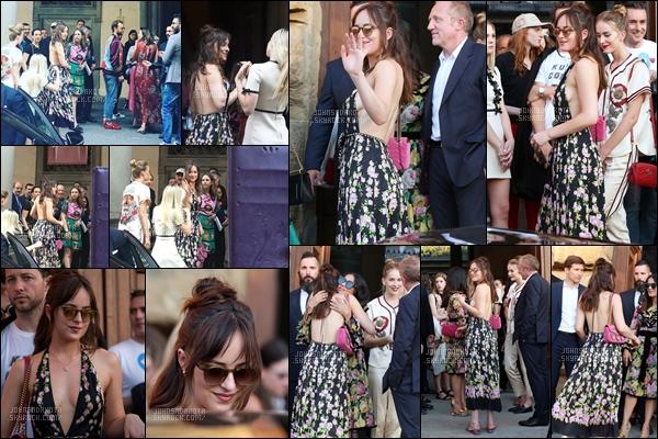 . 29/05/2017 : Dakota a été photographier en arrivant au  Gucci Cruise 2018  à Florence en Italie. .