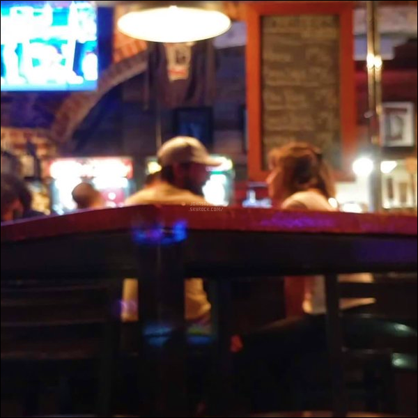 .03.07.2017: Miss Johnson a été aperçu avec  Shia Labeouf en dinant au restaurant à Savannah  - Géorgie C'est l'unique photo que nous avons sur nos deux acteur ,je trouve que c'est bien qu'on est des infos de notre charmante actrice. dsl pour la qualité