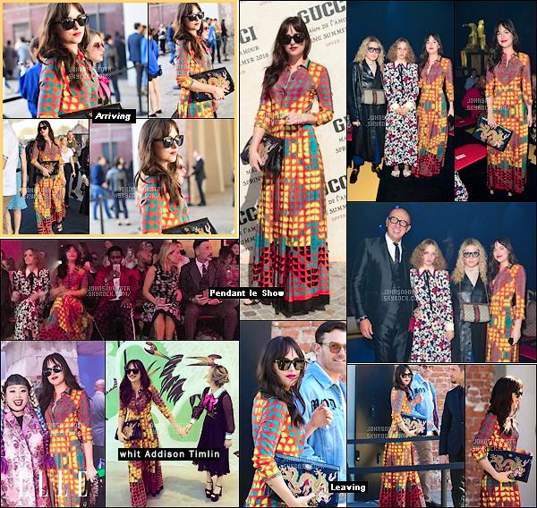 .20.09.2017: Dakota Johnson était présente au défilé spring/summer 2018 pour la marque GUCCI à Milan.  Chaque année Dak se rend a Milan pour assister au défilé de la marque et pour l'occasion la jeune femme portait une robe géométrique imprimée Gucci