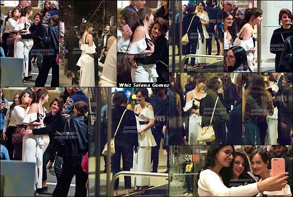 .03.10.2017 : Dakota  a été photographier en quittant le «55th New York Film Festival» dans New York   ● Peu de temps avant qu'elle quitte la soirée , Dakota été en compagnie de son amie Selena Gomez qui semble assez complice lors de cette fin soirée