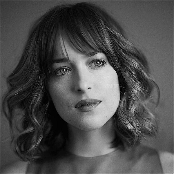 .   Découvrez un nouveau portrait de Dakota datant de 2015 pour le Hollywood Reporter  .