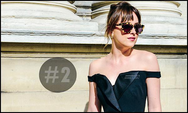 . ______●● ● ▬   Dakota  élue la deuxième femme la mieux habillée de l'année 2017 Glamour UK● .