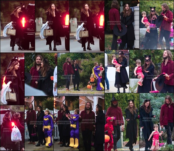 .31.10.17 : Dakota Johnson célébrant «Halloween» avec les enfants de ses amies dans Studio City ,  CA Il s'emblerait que cette année la jeune femme a décidée de faire la chasse au bonbon en compagnie ses amies et de leur enfant .Trop mignonne - Avis ?*