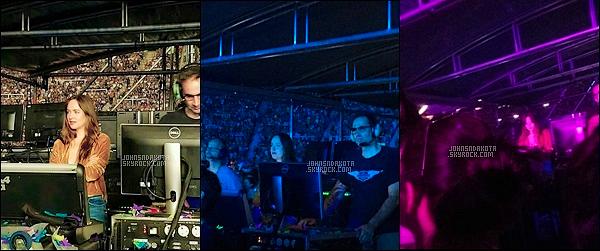 14.11.2017 : Dakota a été photographier seule au concert de Coldplay en Argentine - Amérique du Sud Depuis un moment des rumeurs couriraient comme quoi Dakota et le chanteur du groupe serait ensemble mais rien n'a était confirmé. Votre avis ?