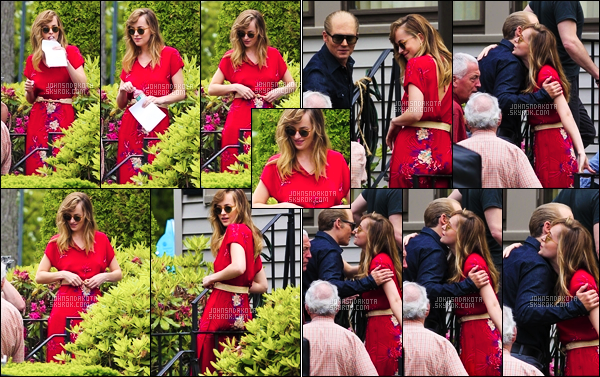 . 11.06.2014 : Dakota a été photographier sur le set de : Black Mass avec sa co-star Johnny Depp dans le Massachusetts. .