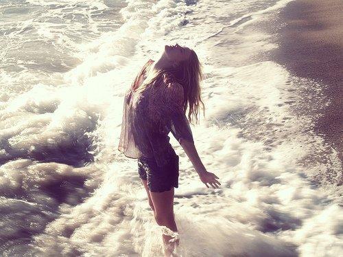 """""""Et j'ai pardonné et j'ai fermé les yeux, j'ai appris à rêver, et j'ai pardonné et j'ai fermé les yeux sur ma réalité"""""""