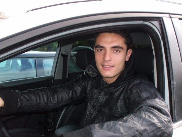 Nico dans sa voiture
